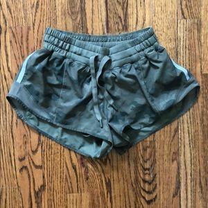 NWOT Lululemon camo Hotty Hot shorts size 4